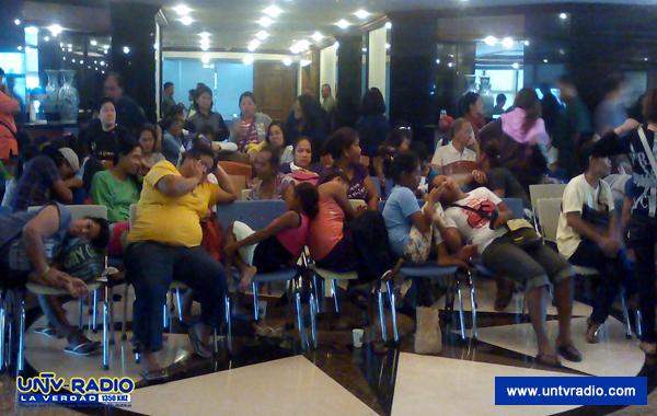 Mga taga-suporta ni Makati Mayor Junjun Binay, okupado ang lobby ng Makati City Hall