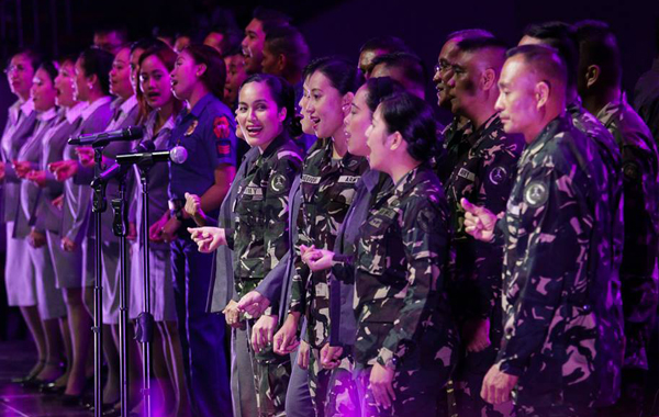 """PNP and AFP choral performs as they sing their piece for the Songs For Heroes Concert """"A Benefit Concert for the Gallant 44"""" at the SM Mall of Asia (MOA) (Prince Maverick Medina Marquez/Photoville International )"""