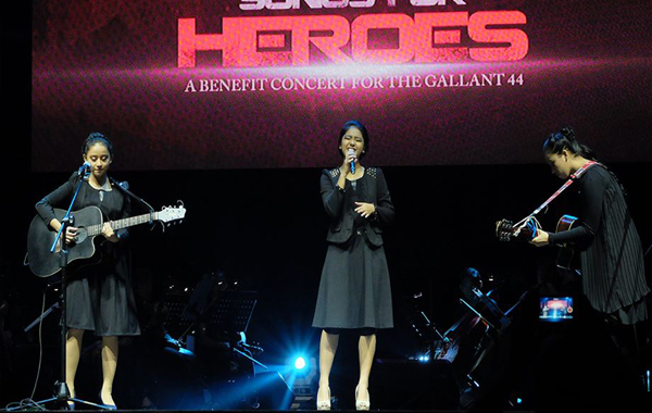 Youtube sensation Bueno Sisters performing onstage (Rovic Balunsay/Photoville International)