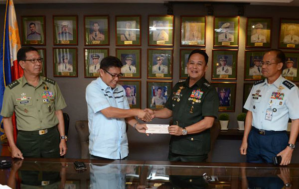 (L to R) Lt.Gen. John Bonapos Vice Chief of Staff, UNTV VP for Admin. Gerry Panghulan, AFP Chief of Staff Gregorio Catapang Jr., at Lt. Gen. Virgilio Domingo, Deputy Chief of Staff (Rodel Acuvera Lumiares / PVI)